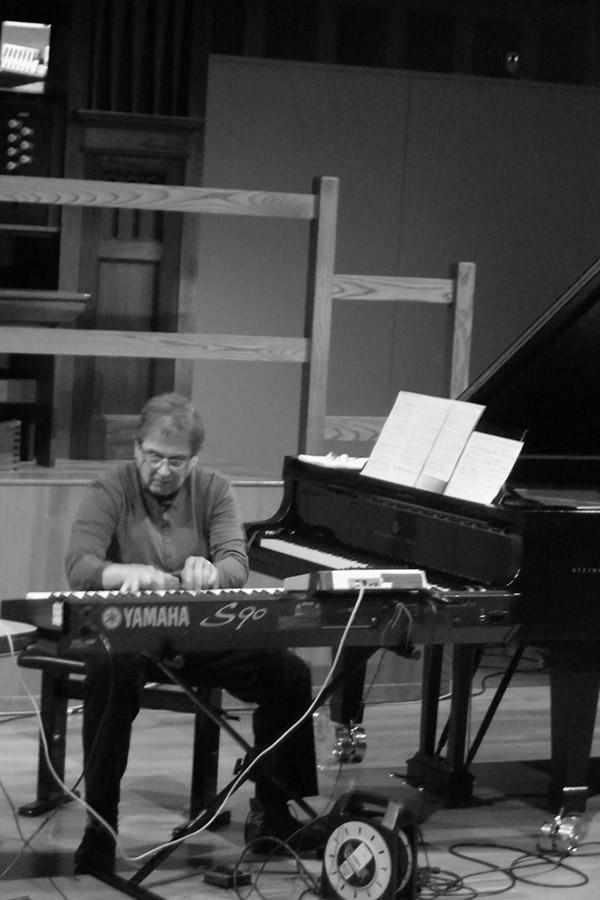 Alvin-Curran-performing