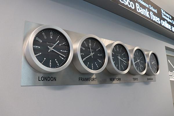 City Trading Room 3 600x400 - World clocks