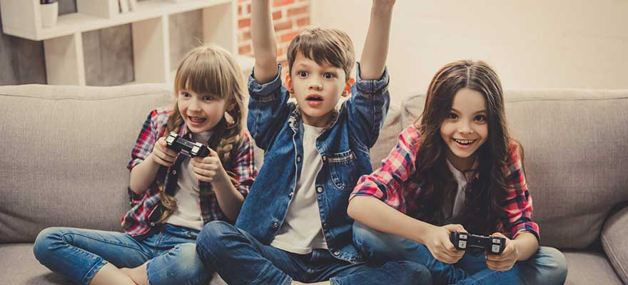 Everyday psychology tricks marketers use Image 880x400 - Kids playing with toys