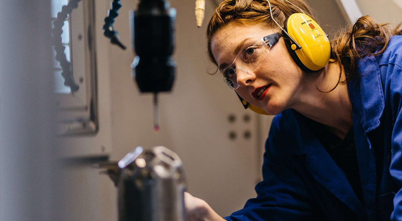 5 Important reasons why women should study engineering